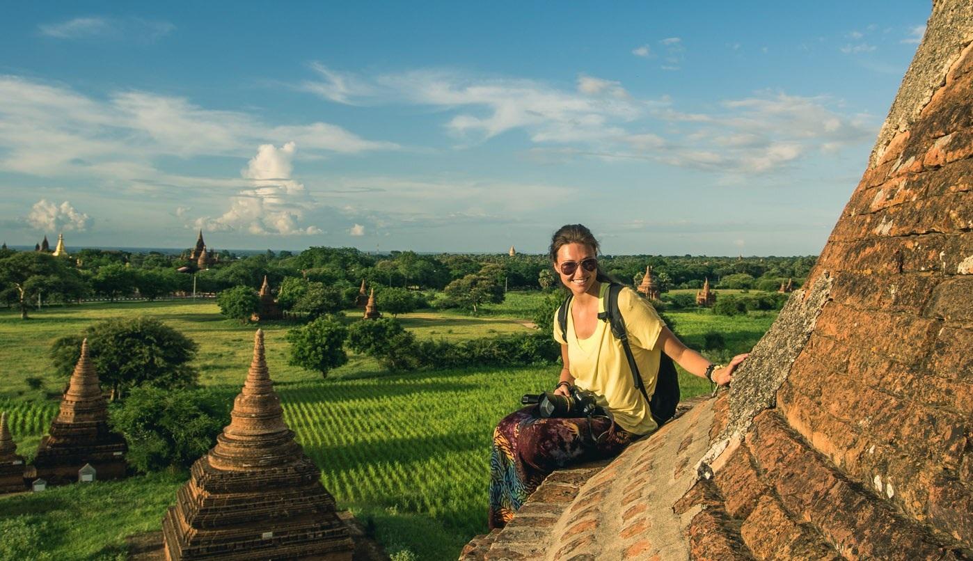 Đang chờ xem hoàng hôn trên đỉnh của một ngôi chùa nhỏ ở Bangan