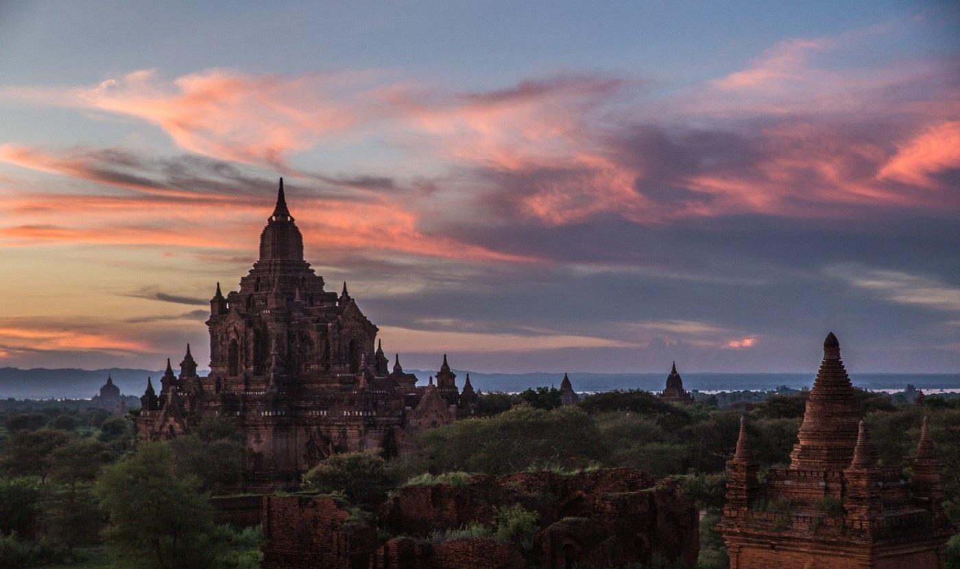 Hoàng hôn ở Bagan